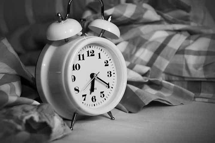 休日も休憩時間も取れない人の時計