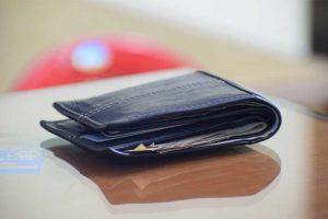 手取り13万円で生活が苦しい人の財布